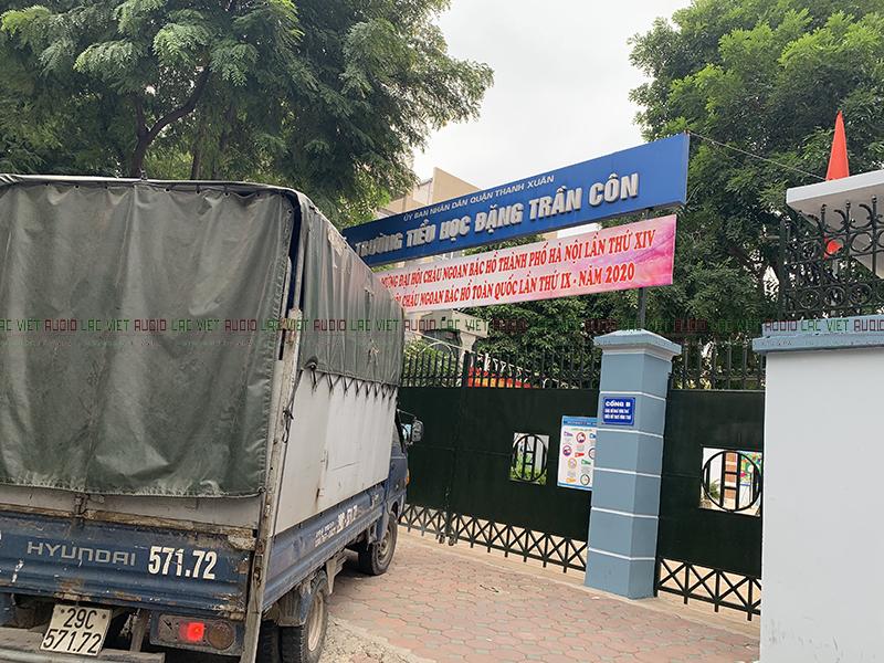 Cổng trường Đặng Trần Côn