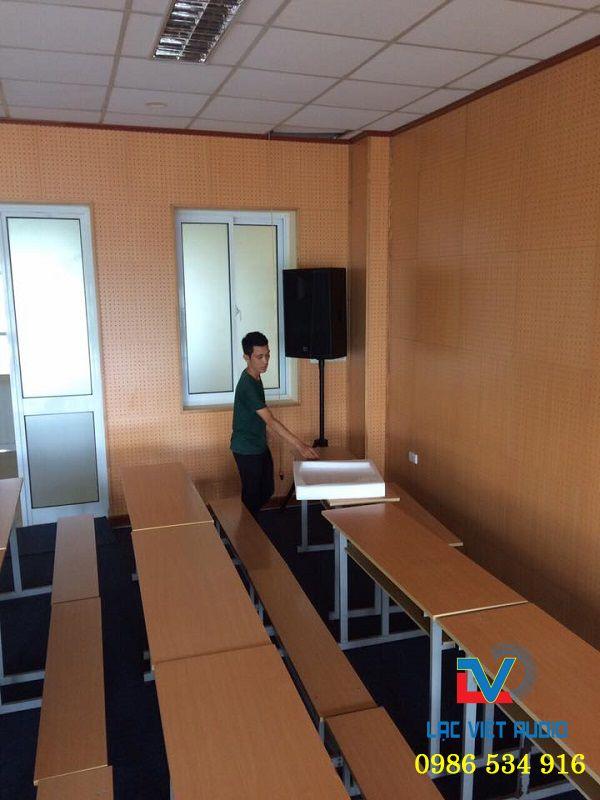 Lắp đặt loa hội trường Martin trong hội trường sân khấu