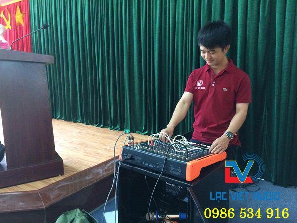 Quá trình setup và hướng dẫn âm thanh diễn ra trong 1h đồng hồ