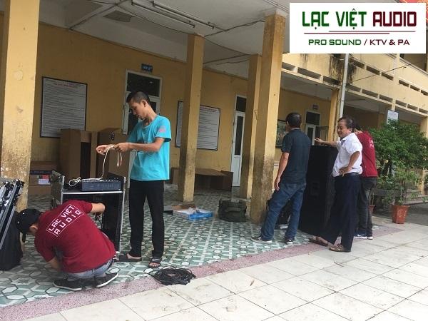 Kỹ thuật viên Lạc Việt audio lắp đặt dự án