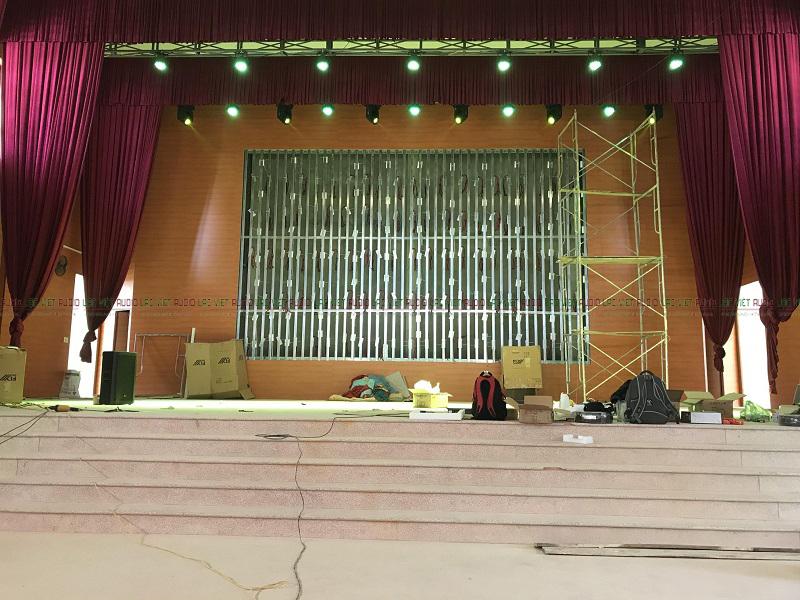 Hệ thống đèn sân khấu