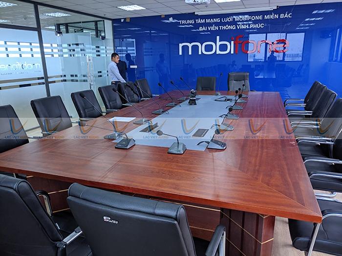 Hệ thống âm thanh phòng họp gồm 14 chiếc micro đại biểu và 1 micro chủ tịch