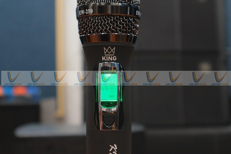 King EW250 sử dụng pin, tiết kiệm điện năng cho người dùng