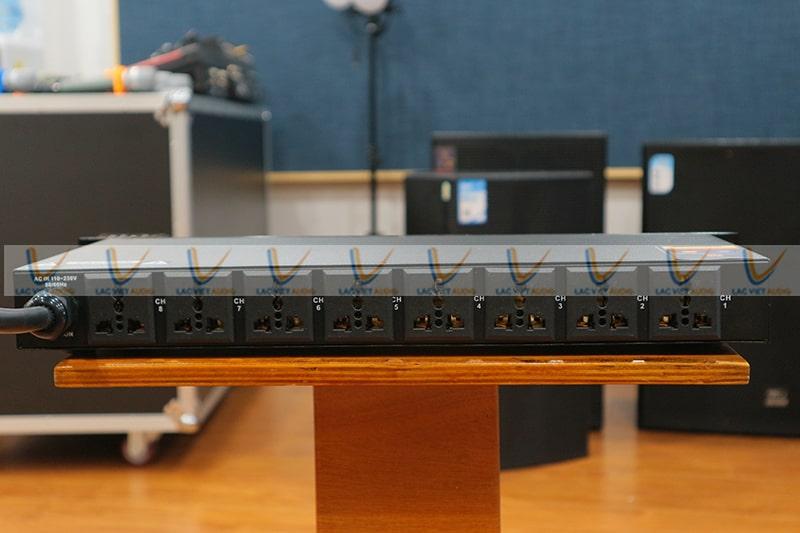 King PC10 có hệ thống đấu kết nối với các thiết bị khác tại mặt sau