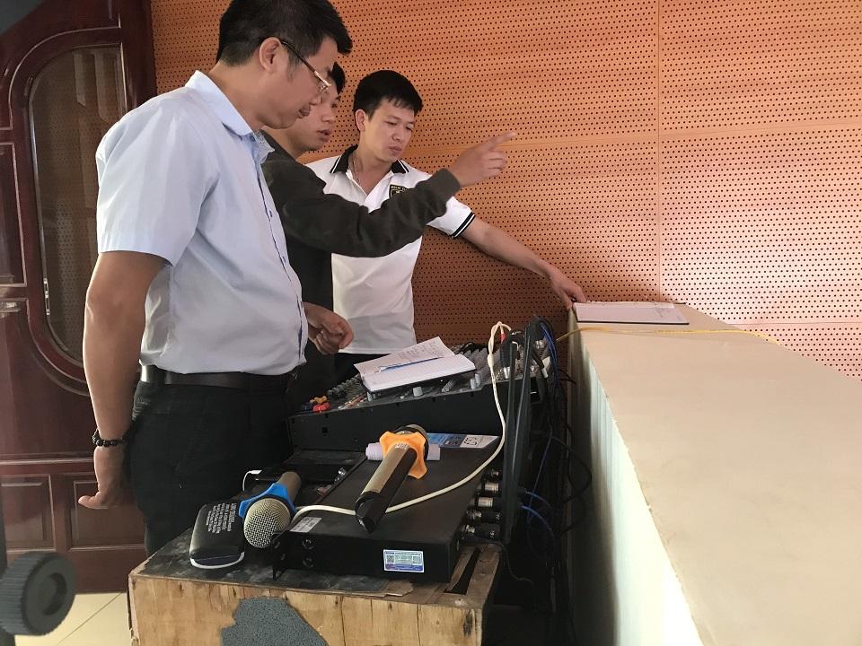Lạc Việt hướng dẫn khách hàng sử dụng và vận hành hệ thống âm thanh