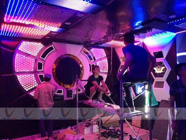 Lắp đặt hệ thống đèn, điều hoà,... cho phòng karaoke