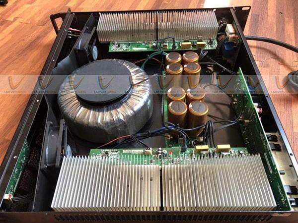 Biến áp nguồn và linh kiện cao cấp bên trong cục đẩy bãi B3 R208