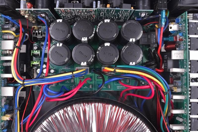 Tụ và sò trên cục đẩy 3 kênh HAS 1300NX