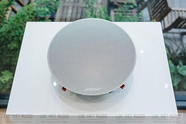 Mặt trước loa âm trần Bose Virtually Invisible 791