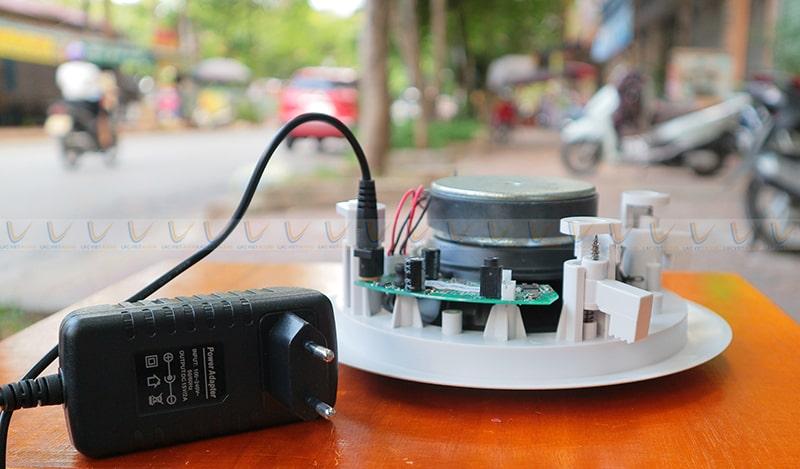 Loa âm trần DB BLT-255A kết nối với củ nguồn
