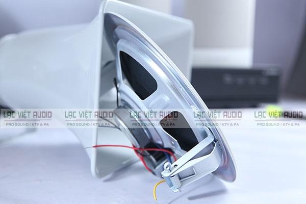 Loa âm trần Bosch LHM 0606/10 có kiểu dáng nhỏ gọn, với móc treo tiện dụng dễ dàng lắp đặt