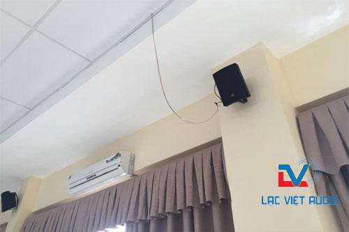 Loa hộp treo tường TOA BS-1030 cho phòng họp sang trọng