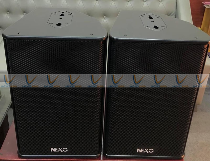 Loa Nexo Ps12 có thể treo bằng móc nối bên trên