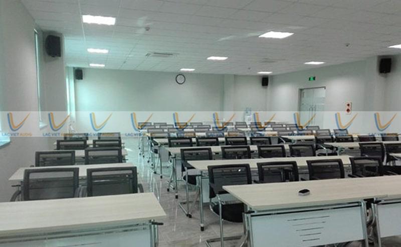 Loa treo tường ASIMA HX-560W được lắp đặt ở phòng học