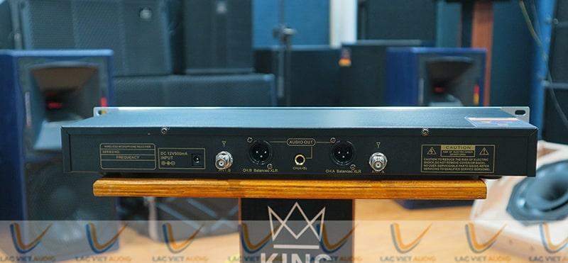 Mặt sau của EUDAC SKM100 hệ thống jack kết nối của 2 kênh