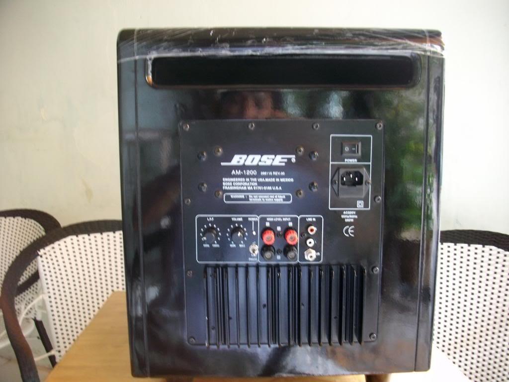 Mặt sau loa sub Bose 1200