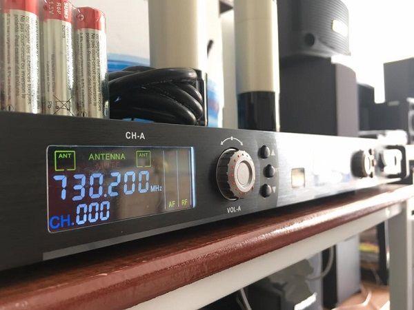 Micro KBS BS1603 với hơn 200 tần số UHF khách hàng có thể lựa chọn theo ý thích