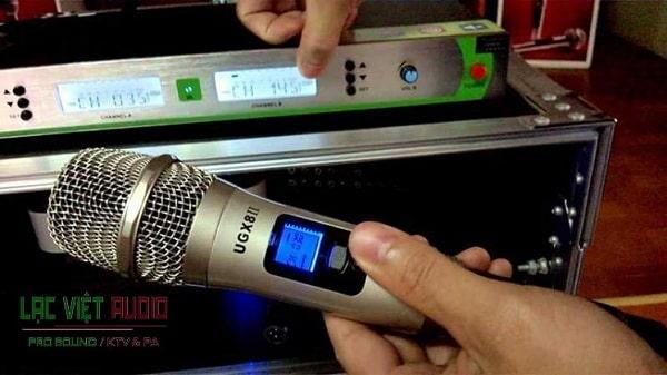 Micro không dây bị nhiễu sóng do thiết lập sai tần số