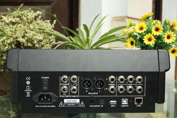 Mặt sau của bàn mixer Digital V10F