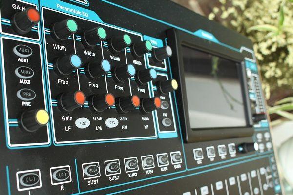 Thiết kế chuyên nghiệp của bàn mixer Digital V16F
