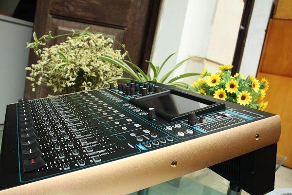 Bàn mixer Digital DB V16F