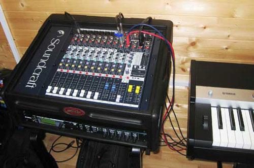 Bàn mixer soundcraft EFX8 xuất hiện trong nhiều dàn âm thanh