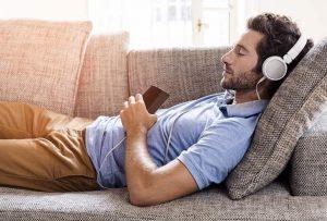 nghe nhạc khi đi ngủ có tốt cho sức khỏe
