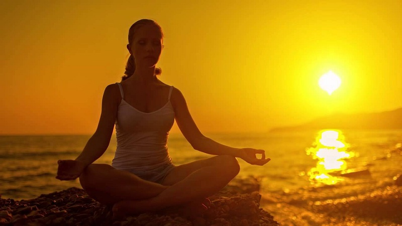 nghe nhạc yoga trước khi đi ngủ là rất tốt