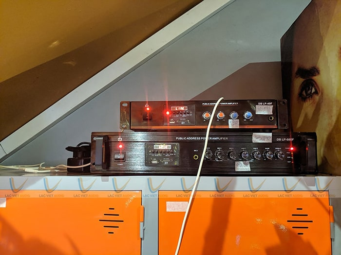 Hai chiếc amply bluebooth kết nối không dây thuận tiện với các thiết bị thông minh