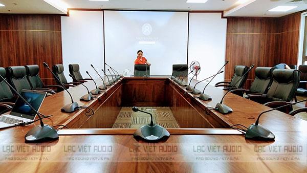 Micro cổ ngỗng Bosch CCS-CML phù hợp với mọi thiết kế không gian phòng họp