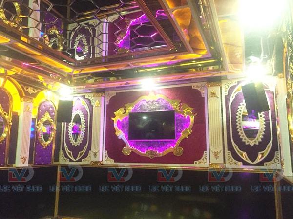 Phòng karaoke KIM SONG được đầu tư rất lớn cả về âm thanh lẫn ánh sáng