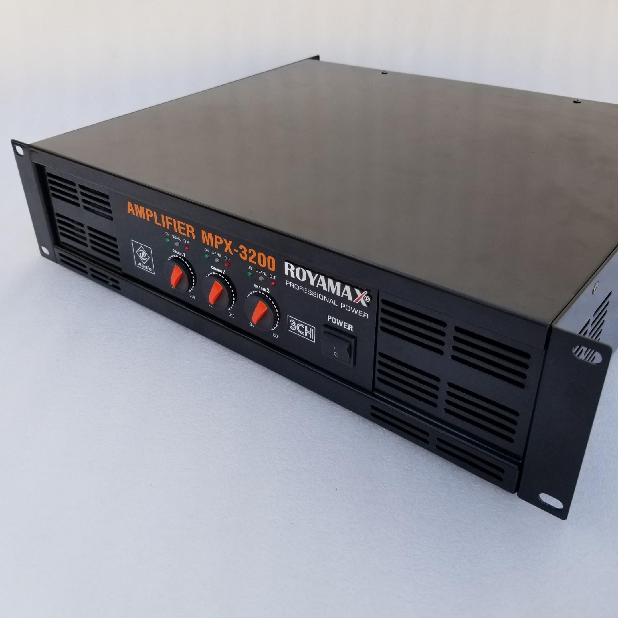 Chi tiết sản phẩm cục đẩy 3 kênh Royamax MPX 3200 từ bên phải