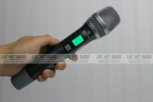 Micro không dây VinaKTV có khả năng lọc tạp âm và bắt âm tốt