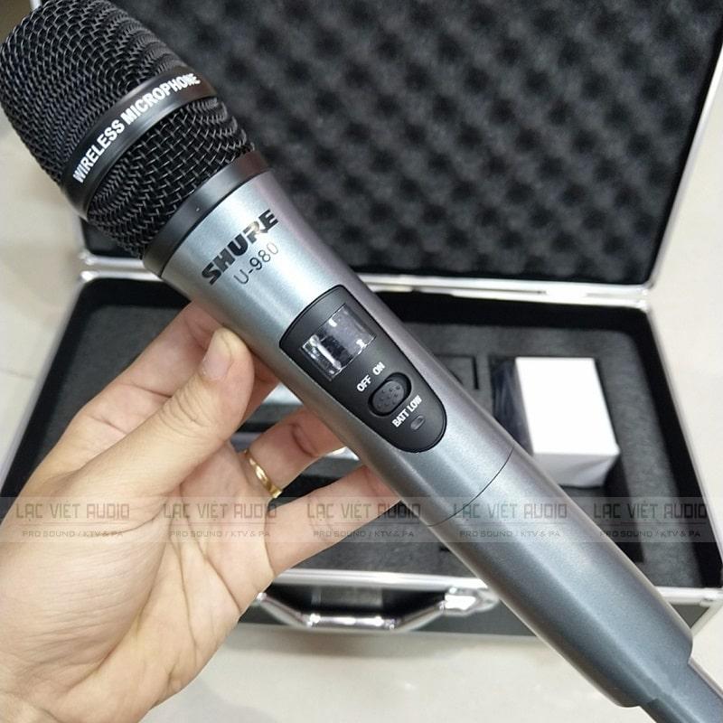 Micro Shure U980 được thiết kế và sản xuất trên dây chuyền công nghệ hiện đại và cao cấp