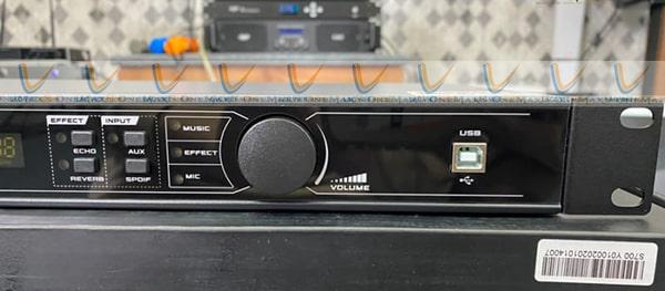 Đường nét thiết kế hiện đại của vang DB S700