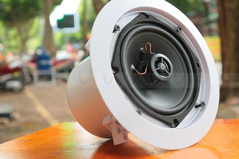 Tiếng bass củaASIMA CX-20W rất rõ ràng và chắc chắn