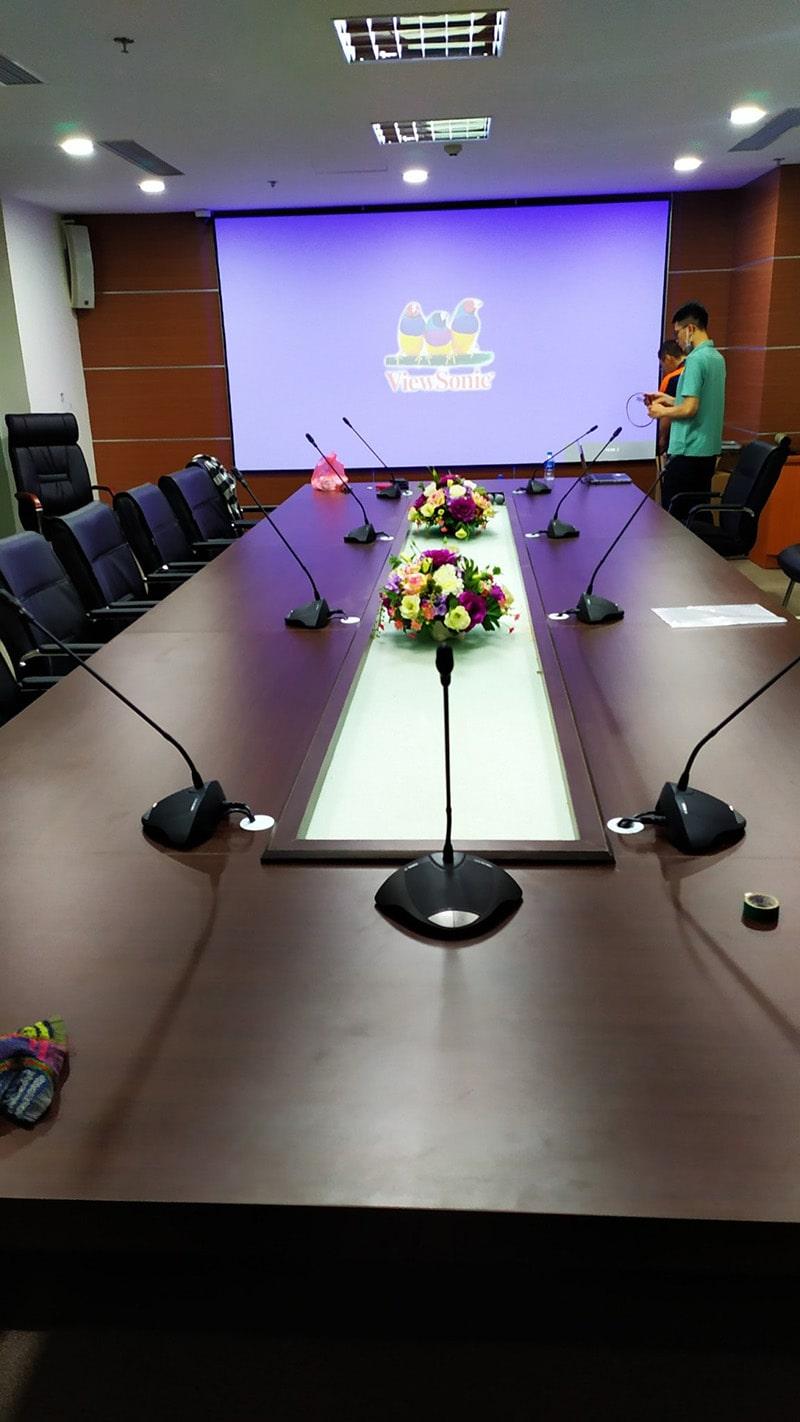Test cả hệ thống máy chiếu và hình ảnh cho phòng họp