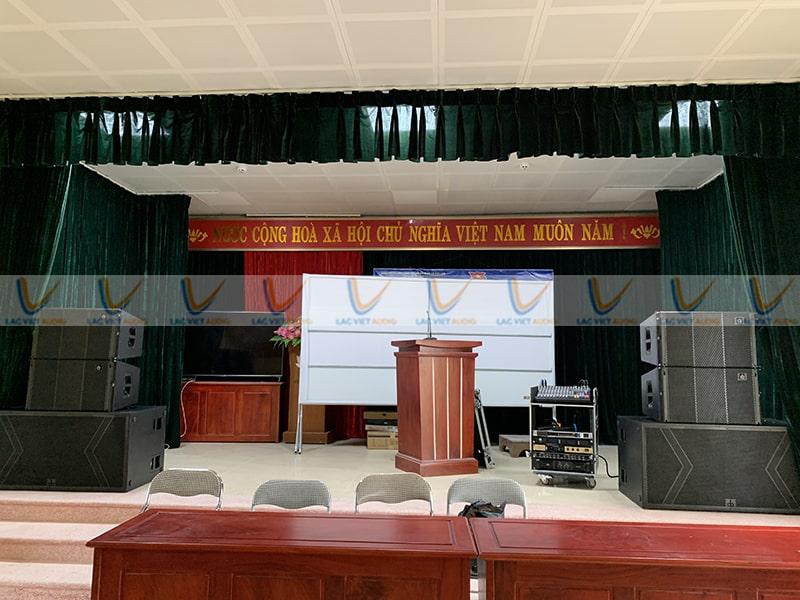 Tổng quan về sân khấu của uỷ ban thôn Ân Phú