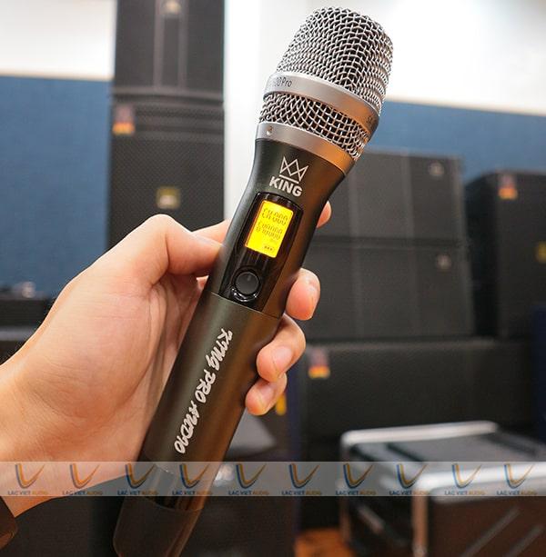 Vang số SA-600 đi kèm mic giúp người dùng tận hưởng âm thanh vừa ý nhất.
