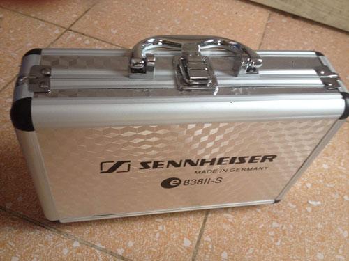 Vỏ hộp Sennheiser 838II lịch sự sang trọng