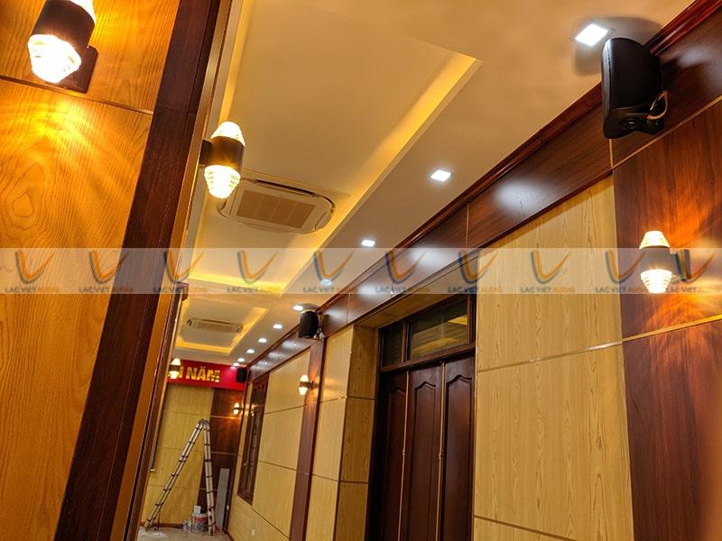 Với thiết kế nhỏ gọn loa treo tường có thể tiết kiệm không gian cho phòng