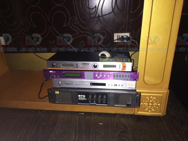 Thiết bị âm thanh: cục đẩy, vang số, đầu karaoke, micro karaoke