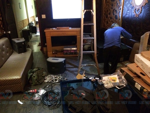 Quá trình lắp đặt hệ thống âm thanh quán karaoke 18 Liên Trì